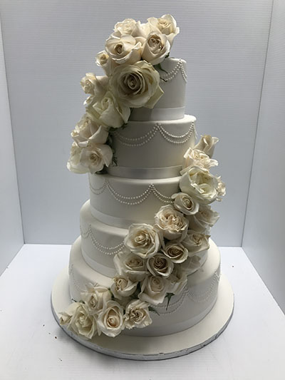 wedding cake flowers cascading wedding cakes 171 les delices lafrenaie montreal s 1 22670