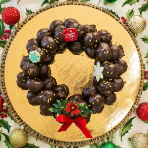 Profiteroles Wreath ( Chantilly Cream)